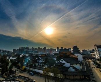 quang hao quang xuat hien quanh tuong Phat khong lo 4